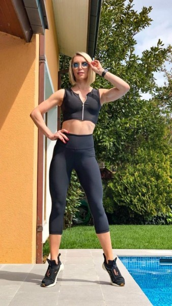 High Waisted Capri-Leggings in Schwarz