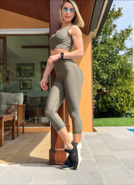 High Waisted Capri-Leggings in Khaki